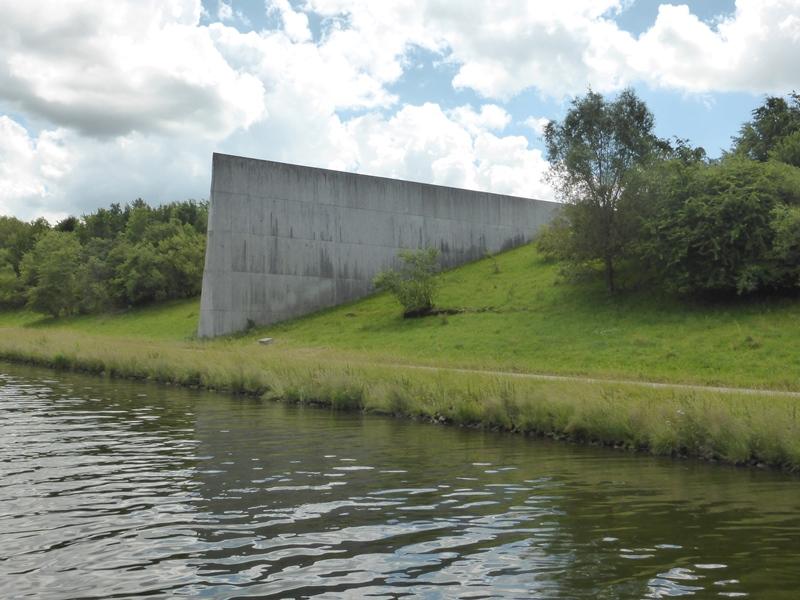 Kunstwerk op de waterscheiding